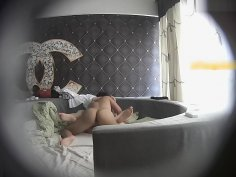 Chinese young couple in hotel 002