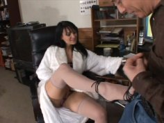 Petite brunette milf Victoria Sin wants to try giving footjob