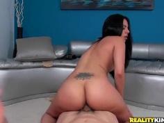 Coco Valentina gets nailed by Jmac in pov