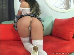Curvaceous brunette Kristina Munroe has the best natural body